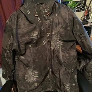 "Other - Men's Kryptek ""Style"" coat Like New sleeve patches"